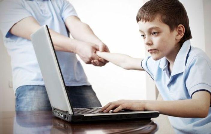 Как отвлечь ребенка от планшета и смартфона