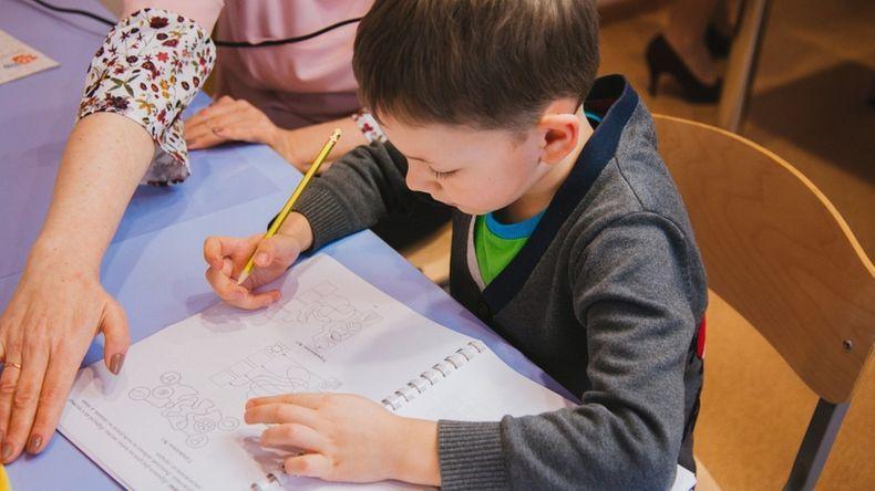 Домашние задания: стоит ли делать их с ребенком или он должен справляться сам