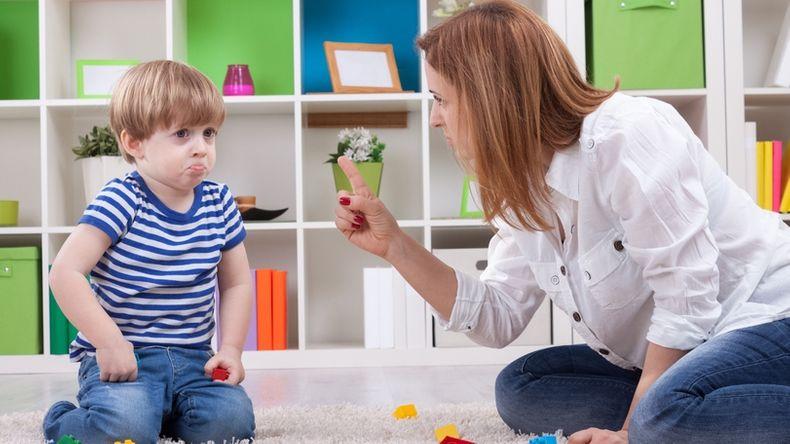 Пять фраз, которых лучше избегать в общении с ребенком